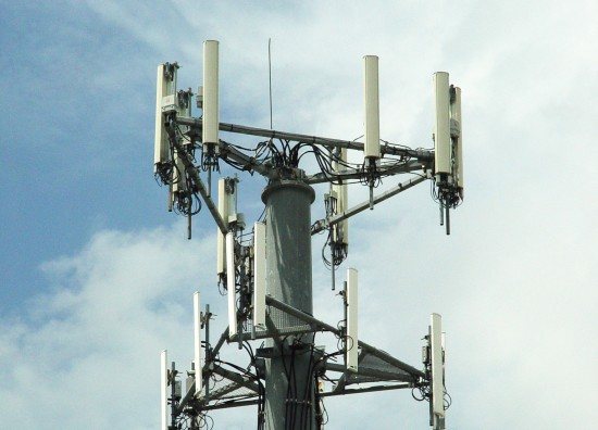 Three and EE to share masts
