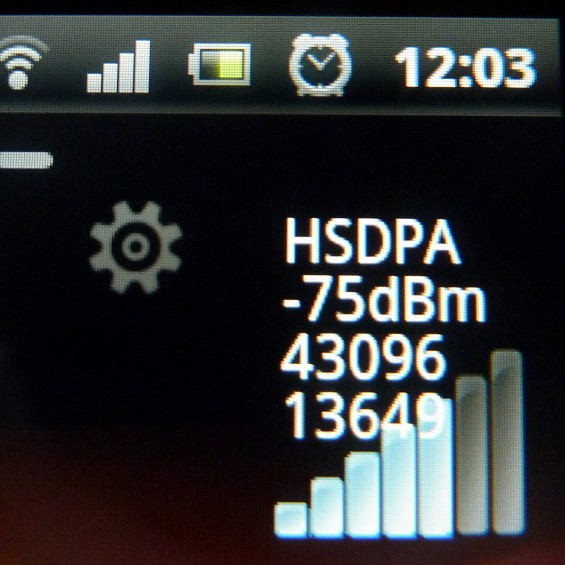 SE Xperia pro   display close up