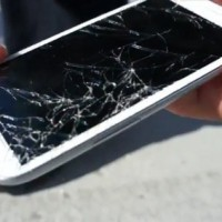 galaxy_s_iii_vs_iphone_4s_drop