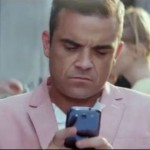 Robbie Williams uses a Galaxy SIII