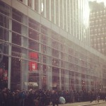 Despite Sandy, queues form for the new iPad mini