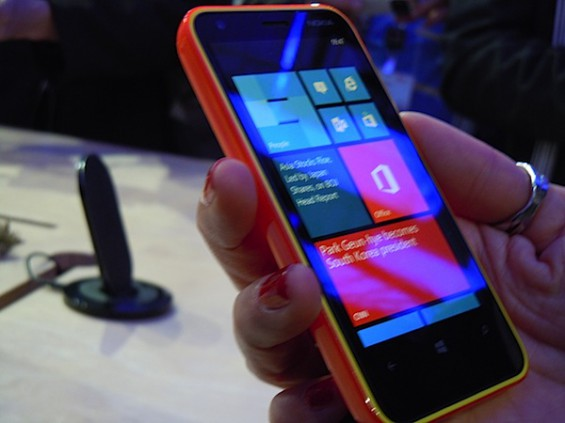 MWC   Nokia Lumia 620 hands on