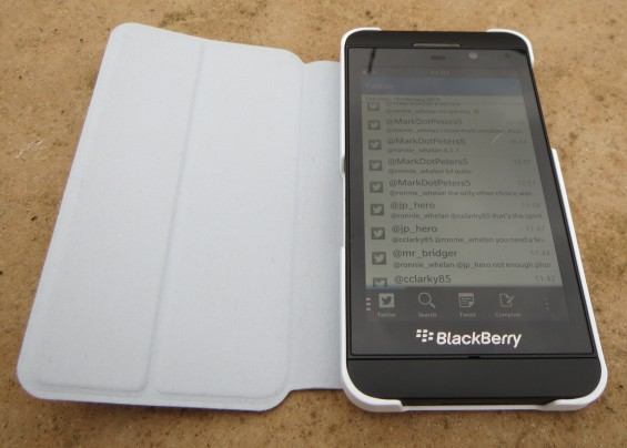 BlackBerry Z10 official leather flip case review