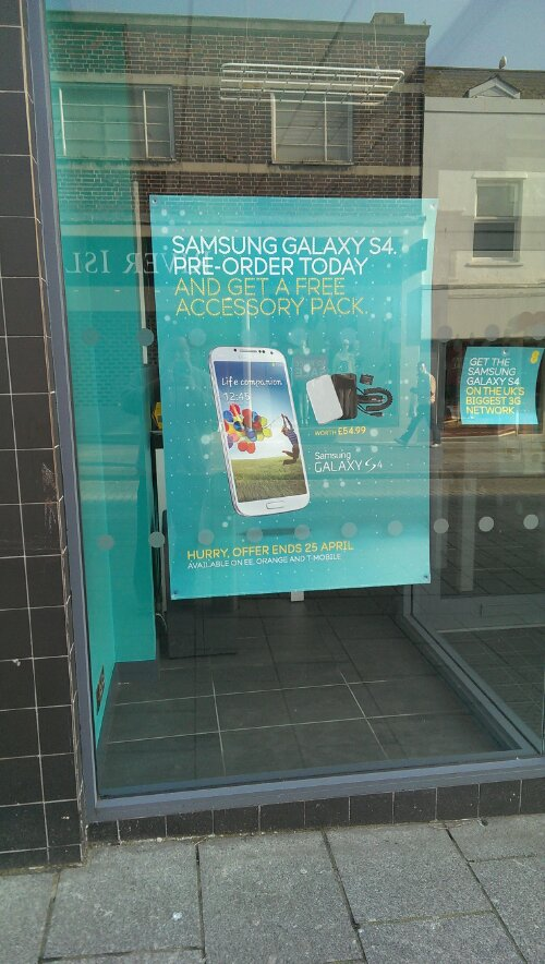 Pre order the Samsung Galaxy S4 at EE and get some accessories