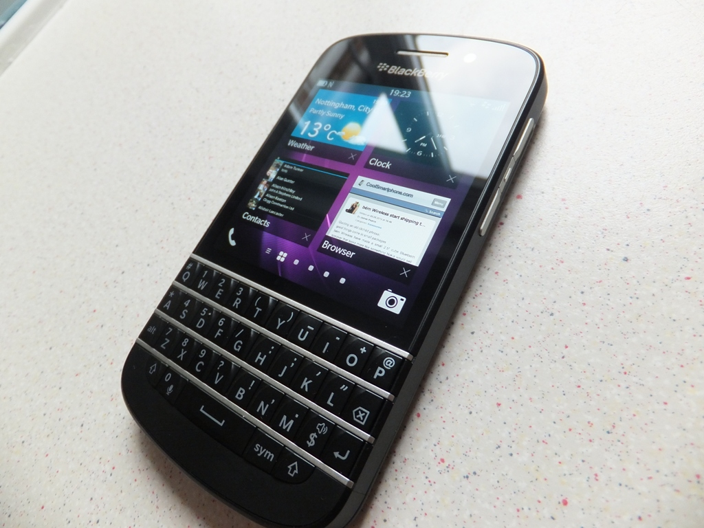 More woes for beleaguered Blackberry
