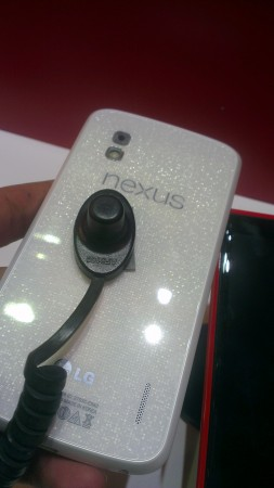 White Nexus 4 on display in Dubai   pictures, video and an apology