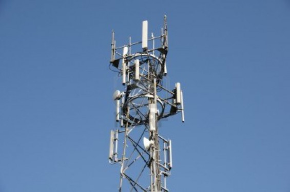 4951557-a-phone-mast-against-a-clear-blue-sky