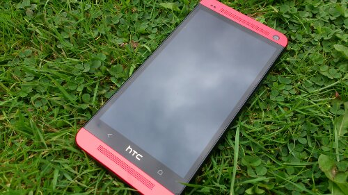 HTC One in Glamour Red   Photo special