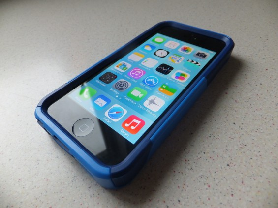 Otterbox Commuter iPhone 5 Pic1