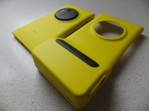 Nokia Lumia 1020 Camera Grip Pic1