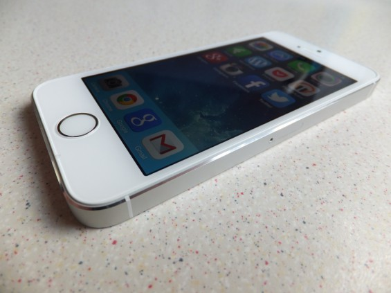Deal   iPhone 5s 16GB. £199 from Argos.
