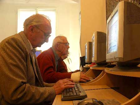 retirees on computers