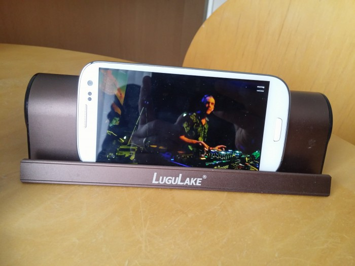 Review   LuguLake Bluetooth speaker and built in stand