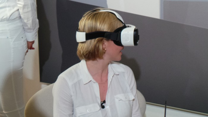 MWC   Samsung Gear VR Innovator Edition on show