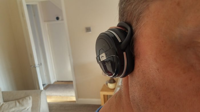 Kinivo BTH240 Bluetooth over ear headphones. Reviewed.
