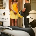 Get a bottle of bubbly quickly with taxi app Gett