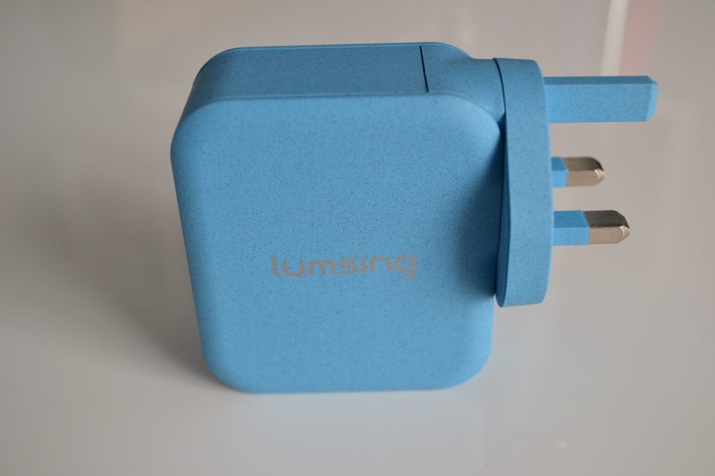 Lumsing 4 port USB wall charger & 10400mah powerbank reviews
