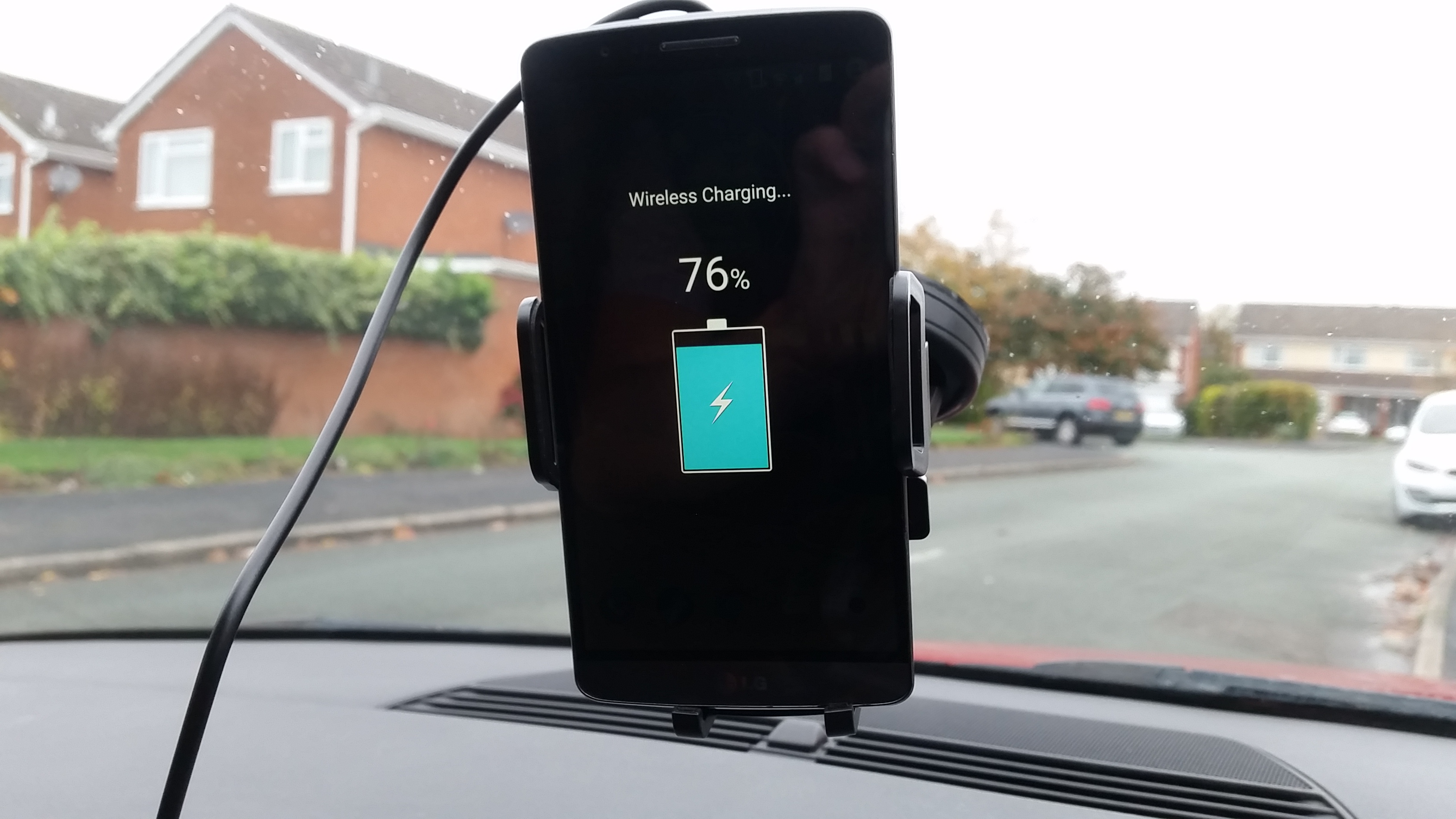EasGear Qi Wireless Car Charger And Phone Holder Review