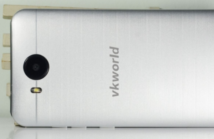 The VK800X. An incredibly cheap metallic handset that looks absolutely nothing like the HTC One M9, honest