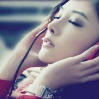 girl-music-headphones