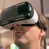 Wearing_Samsung_Gear_VR