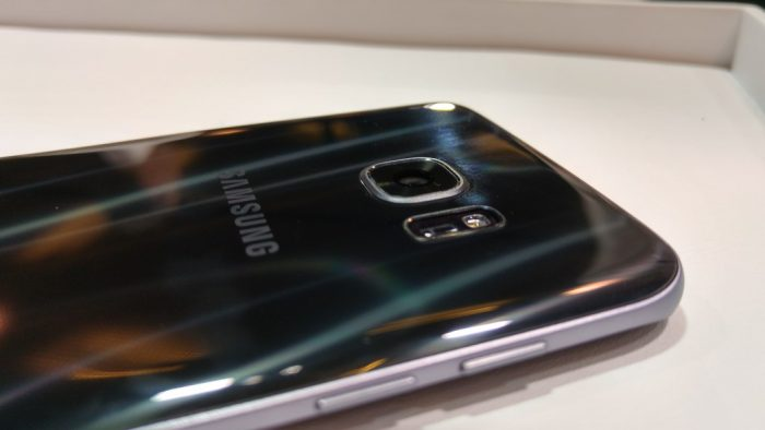 Samsung Galaxy S7 and S7 edge arrive in stores