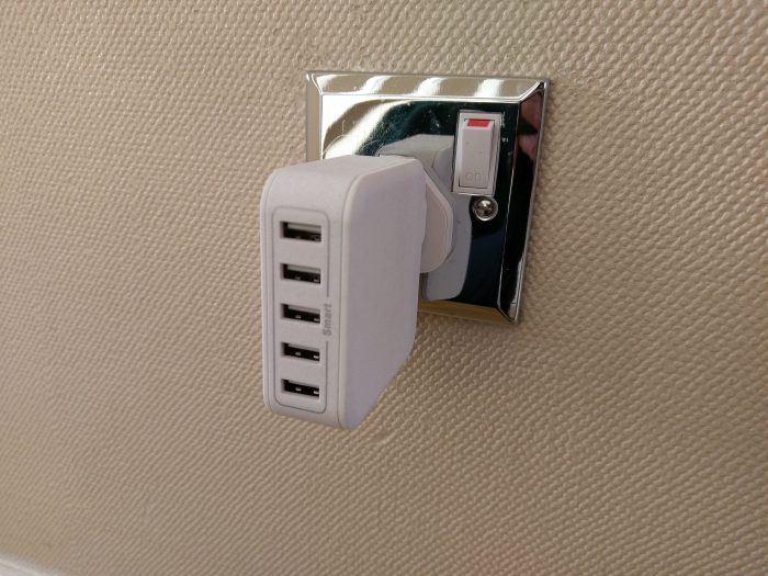 Lumsing 40W 8A 5 Port USB wall charger   Review