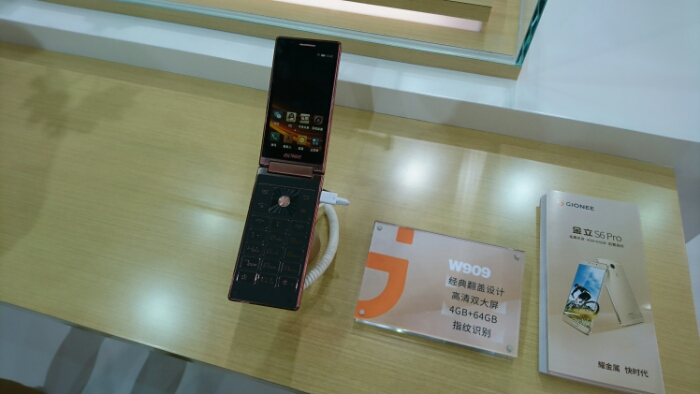 A blast from the past.. a Gionee Flip Phone   MWC Shanghai