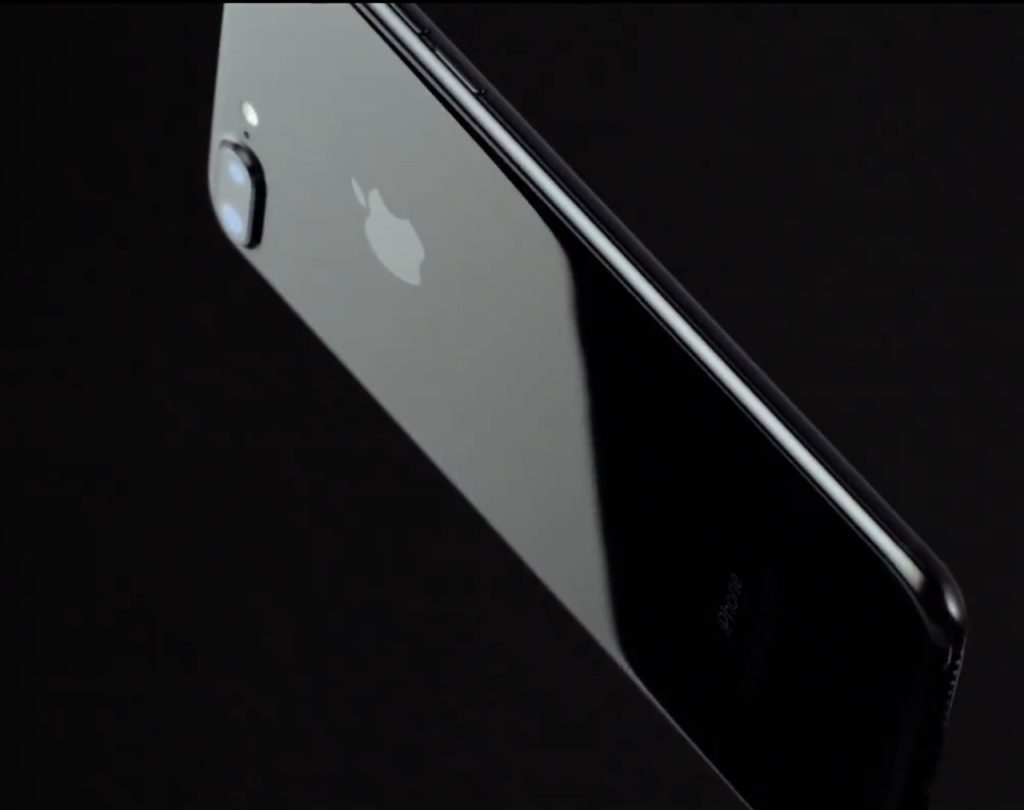 Apple admit the Jet Black iPhone 7 prone to scratching.