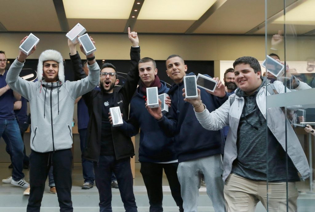 Numbers of new model iPhone sales larger than expected