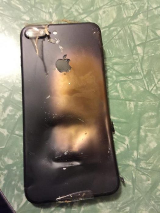 iPhone 7 explodes in transit