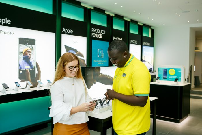 EE open up their first Showcase store