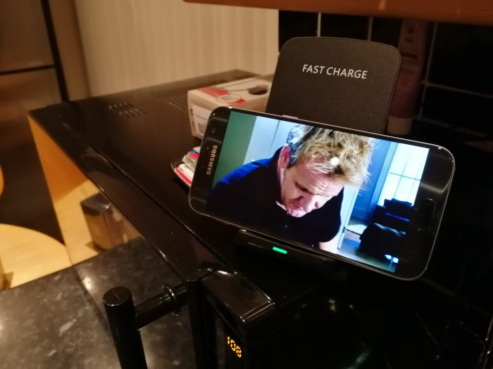 PrimAcc Qi Quick Wireless Charging Stand   Review