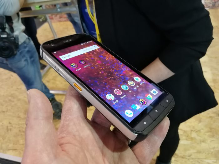 #MWC18   CAT S61 Hands on demo. Its got frickin laser beams!