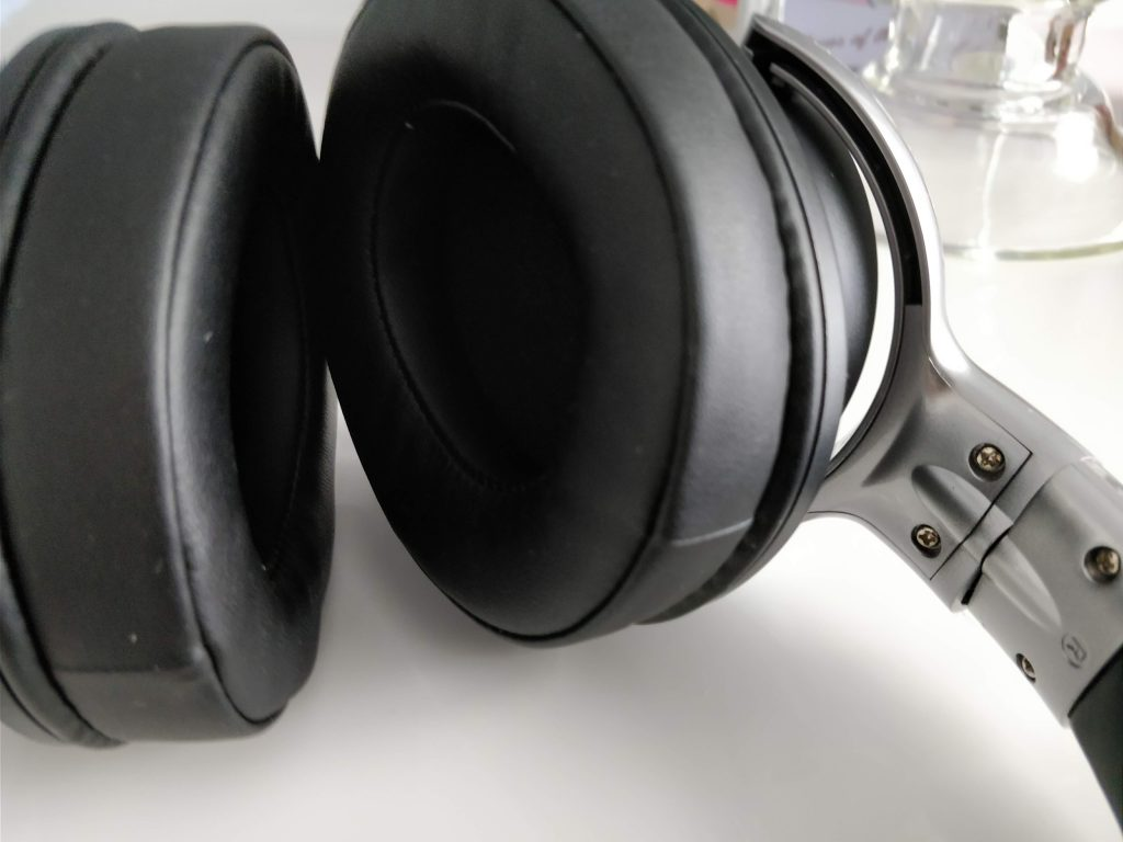 Mixcder E7 active noise cancelling headphones   Review.
