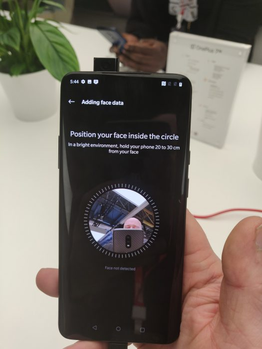 The OnePlus 7 Pro   That pop up camera in action