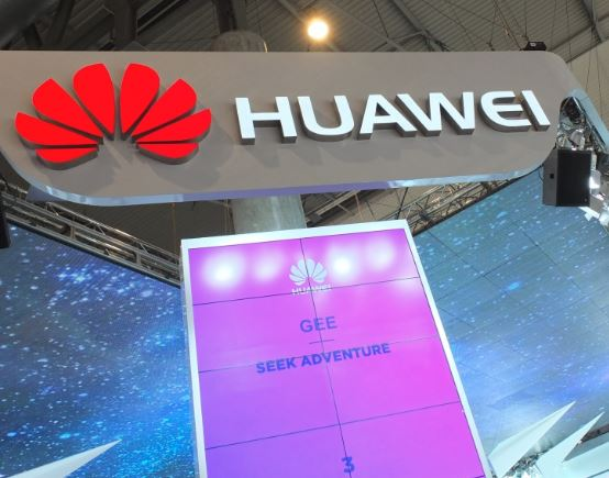 Google drop kicks Huawei.
